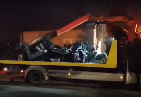 Tragiczny wpadek w Płocku. Trzy osoby zginęły w płonącym aucie-54692