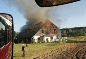 Płonie gospodarstwo agroturystyczne w Górkach, w gminie Brochów. Na miejscu 14 zastępów AKTUALIZACJA-54721