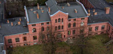 Duże ognisko Covid-19 w szpitalu w Żyrardowie. Pacjenci przewiezieni karetkami do szpitali zakaźnych-54727