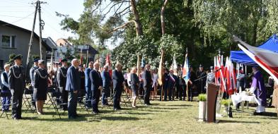 Delegacje miasta, powiatu, gmin, żołnierzy i szkół oddali hołd ofiarom 22 września-54728