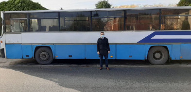 Wójt Damian Jaworski z pozyskanym dofinansowaniem na przewóz autobusowy-55202