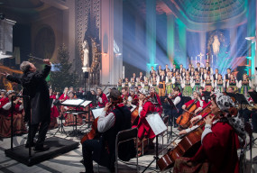 Zespół Mazowsze wkroczył z nadzieją na lepsze jutro w Niepokalanowie. Wyjątkowy koncert za nami-56016