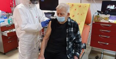 Ruszyły szczepienia dla seniorów. 94-letni Mieczysław Sobieraj zaszczepiony jako pierwszy-56218