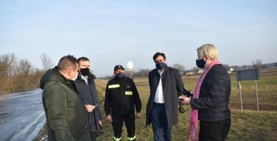 Wisła w powiecie sochaczewskim. Wody Polskie z posłem Maciejem Małeckim monitorują sytuację-56672