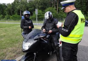 16-latek na motocyklu w szalonym pędzie po terenie zabudowanym-56685