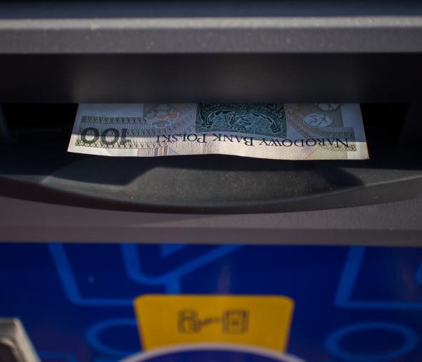 Niektóre banki zapowiadają przerwy w usługach. Sprawdź, co nie będzie działać-59051