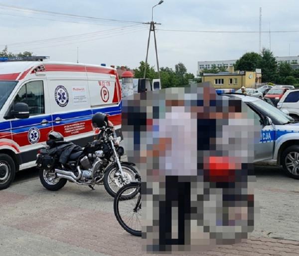 Wypadek z udziałem motocykla: motocyklistą zaopiekowali się mieszkańcy-59092