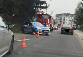 Potrącenie rowerzysty w Teresinie, strażacy udzielają pomocy i czekają na karetkę-59830