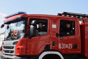 Strażacy na pomoc kobiecie zatrzaśniętej na balkonie na Osiedlu Kolejowym-60239