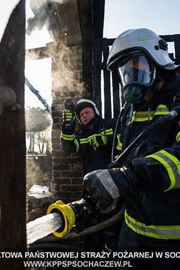 Pożar budynku gospodarczego w Mikołajewie. Relacja Tomasz Fijołek-9574