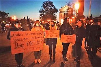 Kobiety protestują na pl. Kościuszki-9707