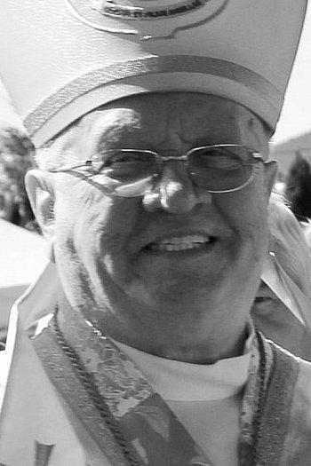 Zmarł biskup Józef Zawitkowski-9722