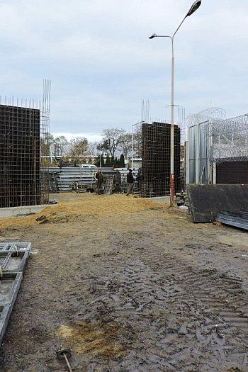 Budują w łowickim więzieniu. Będzie nowa brama i wartownia-9786