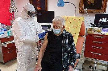 Młodzieszyn: ruszyły szczepienia seniorów-9963