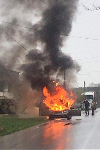 Kampinos: pożar auta-10237