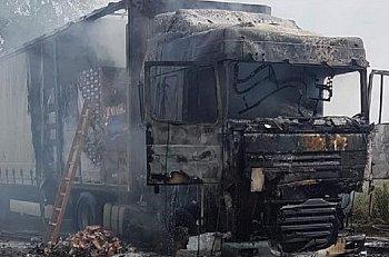 Pożar ciężarówki w Starych Gnatowicach. Na naczepie palona kawa-10465