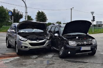 Zderzenie samochodów w Młodzieszynie-10629