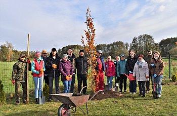 Akcja sadzenia drzew w SP Wyczółki-10934