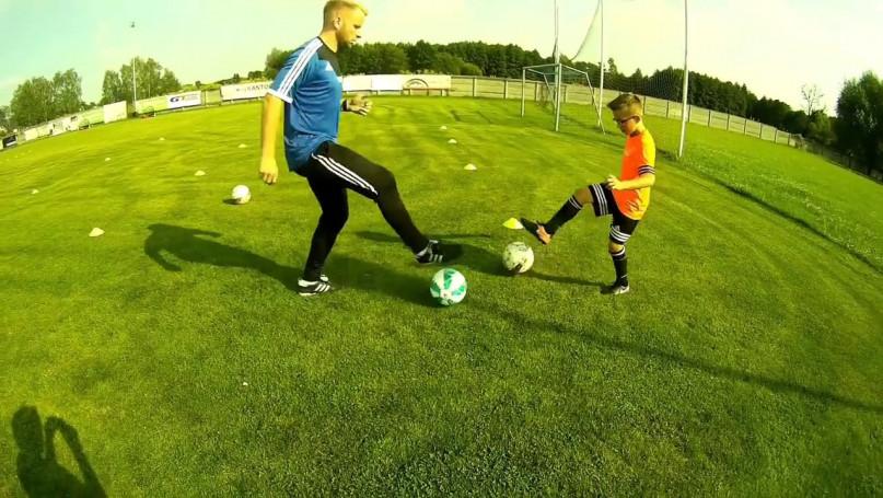 Bartek Pszczółkowski - trening młodego piłkarza z