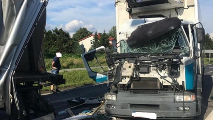 Zderzenie ciężarówek w Paprotni
