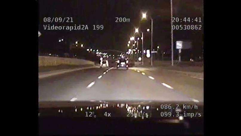 Kara za jazdę lewym pasem. Video KPP Płock